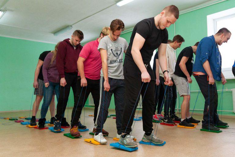 активные игры для подростков в помещении