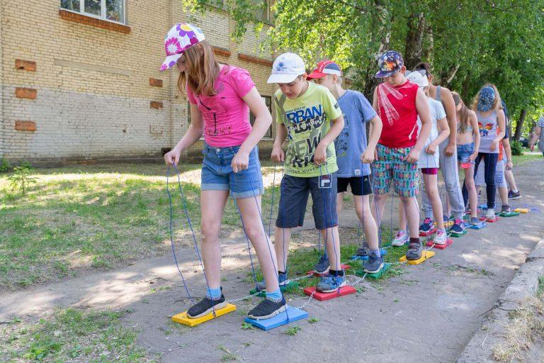 командная игра лыжи для детей и взрослых