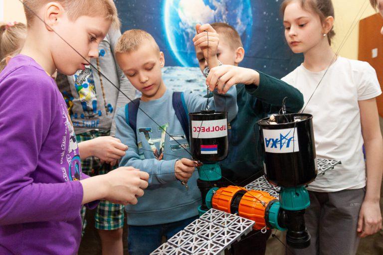 игры для детей про космос