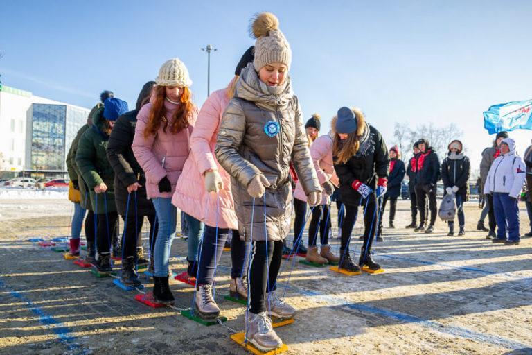 зимние игры для подростков на улице