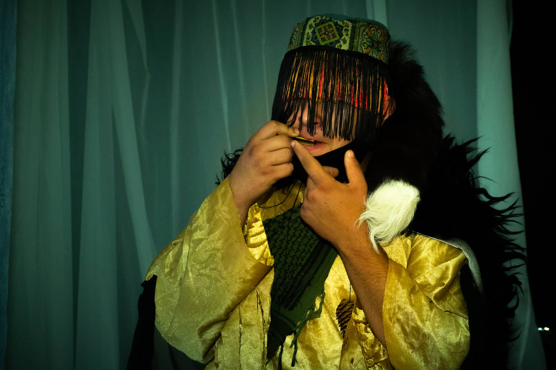Аниматор в костюме шамана