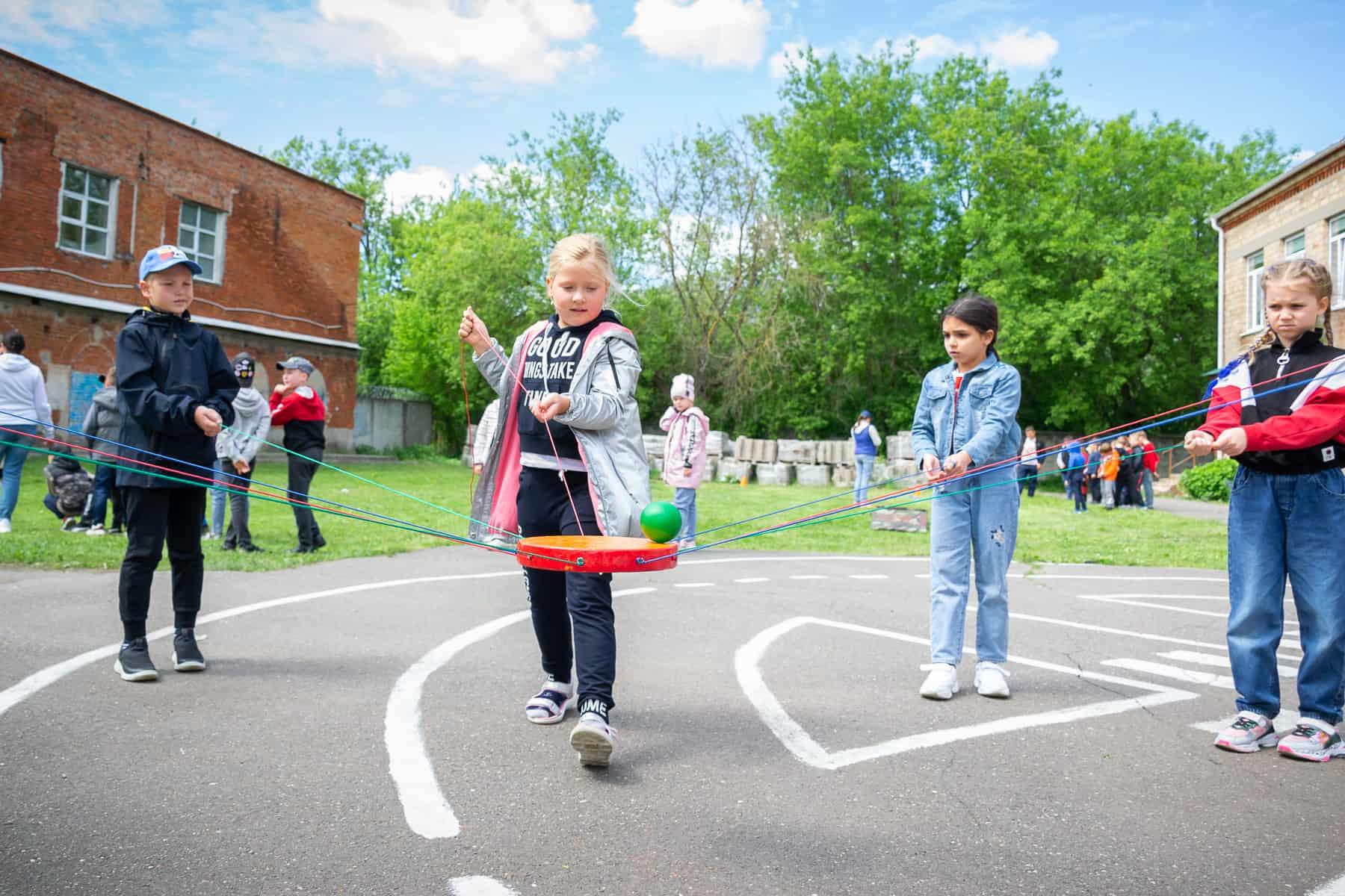 Дети в пришкольных лагерях